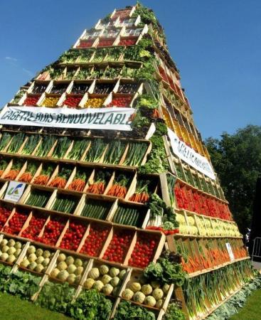 La pyramide alimentaire aux Champs- Elysées cet ét