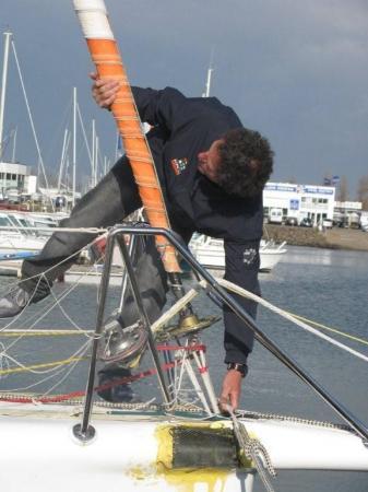 l'avarie du bateau de Michel Desjoyaux