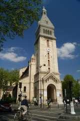 église Saint Pierre de Montrouge avec vélo.jpg