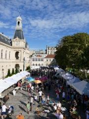 forum de rentrée 2017 photo aérienne du parvis de la Mairie du 14ème.jpg