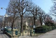 square Jacques Antoine entrée boulevard Raspail en plus grand.jpg