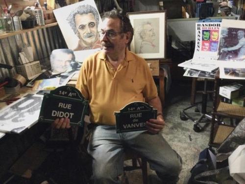 Philippe Fagot préparant l'exposition du centenaire de Brassens 2 .jpg