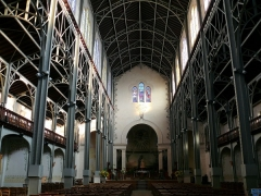 Notre- Dame du Travail nef et choeur.jpg