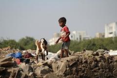la liberté enfant sur les ordures.jpg