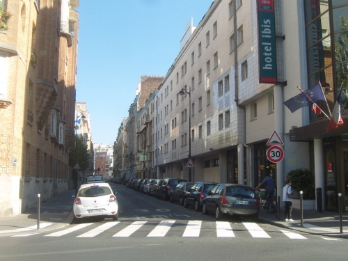 Rue Antoine Chantin vue est.jpg