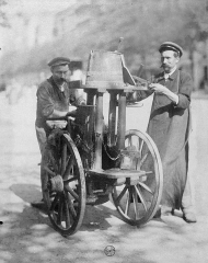 atget remouleurs-eugene-atget 1900-.jpg