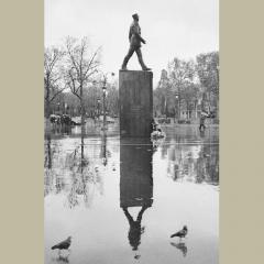 camera obscura jan 2019 expo pentti sammallahti statue général leclerc et oiseaux.jpg
