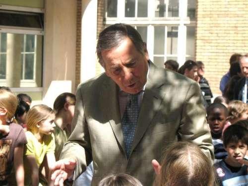 P Castagnou à la rencontre des enfants.JPG
