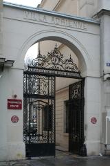 Villa Adrienne Entrée Paris 14.jpg