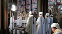 première messe à Notre-Dame de Paris après l'incendie 15 juin 2019.jpg
