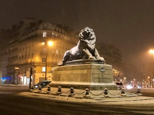 le lion de denfert sous la neige.jpg