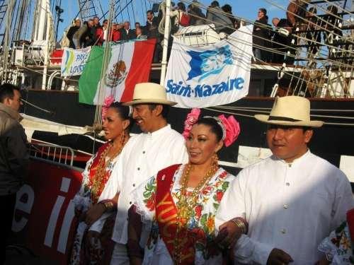 départ de la Solidaire du chocolat à Saint Nazaire avec des Mexicains du Yucatan photo Marie Belin.JPG