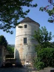 la ruralité à Paris (ancien moulin dans le cimetière Montparnasse).jpg