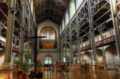 Notre-Dame du Travail orgue et nef.jpg