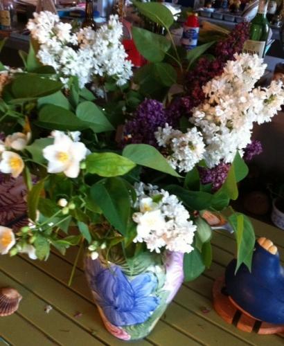 bouquet lilas et seringua, sous une autre lumière, offert par Marie Belin avril 2015.jpg
