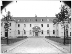 ancien hospice la Rochefoucauld photo Atget.jpg