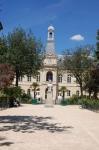 square ferdinand Brunot avec mairie.jpg