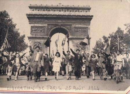 défilé du 25 août 1944.JPG