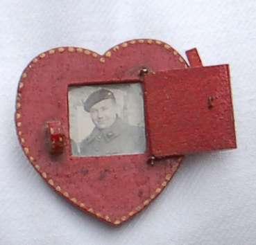 objets du coeur aux Puces de Vanves.jpg