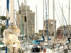 La Rochelle derrière les mats des voiliers photo Marie Belin.JPG