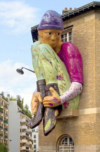 yzore statue de Corinne Béoust carrefour Alésia- tombe Issoire.jpg