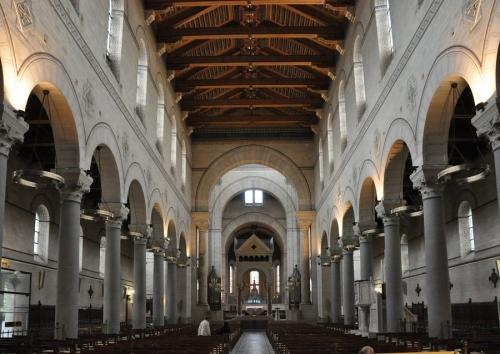 Saint pierre de Montrouge nef.JPG