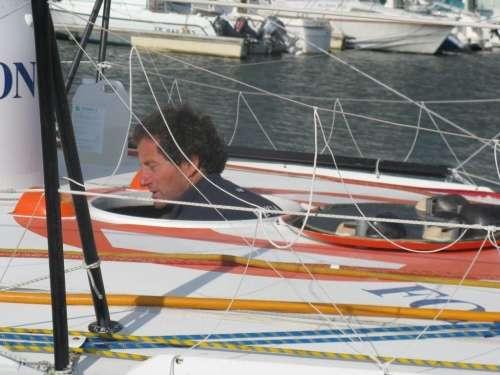Vendée Gobe 08-09 sorti de sa bulle après 84 jours....JPG