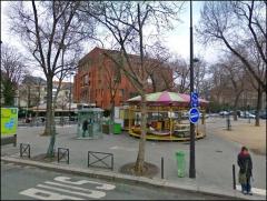 mairie annexe du 14ème et la place.JPG