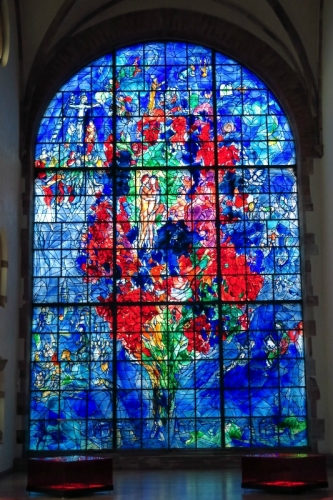 Chagall la paix ou l'arbre de vie vitrail chapelle de sarrebourg.jpg