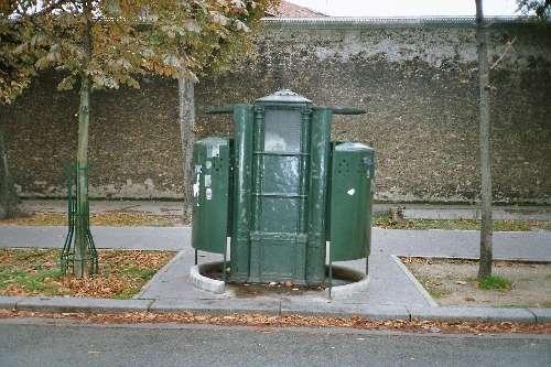Vespasienne_du_boulevard_Arago.jpg