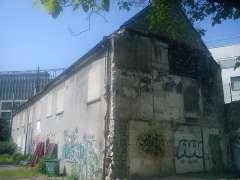 ferme de Montsouris Grange-en-latéral.jpg