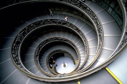 musée du vatican escalier à double hélice.jpg