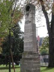 mire du mériridien de Paris au parc Montsouris.jpg