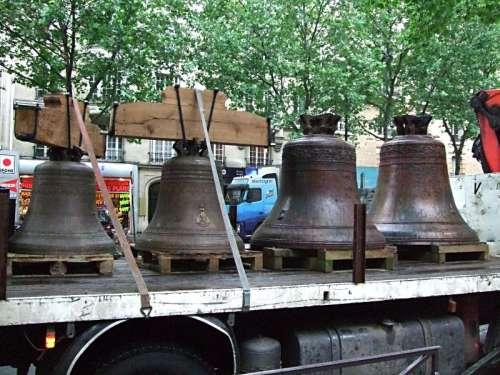 Les cloches de St Pierre 1.jpg